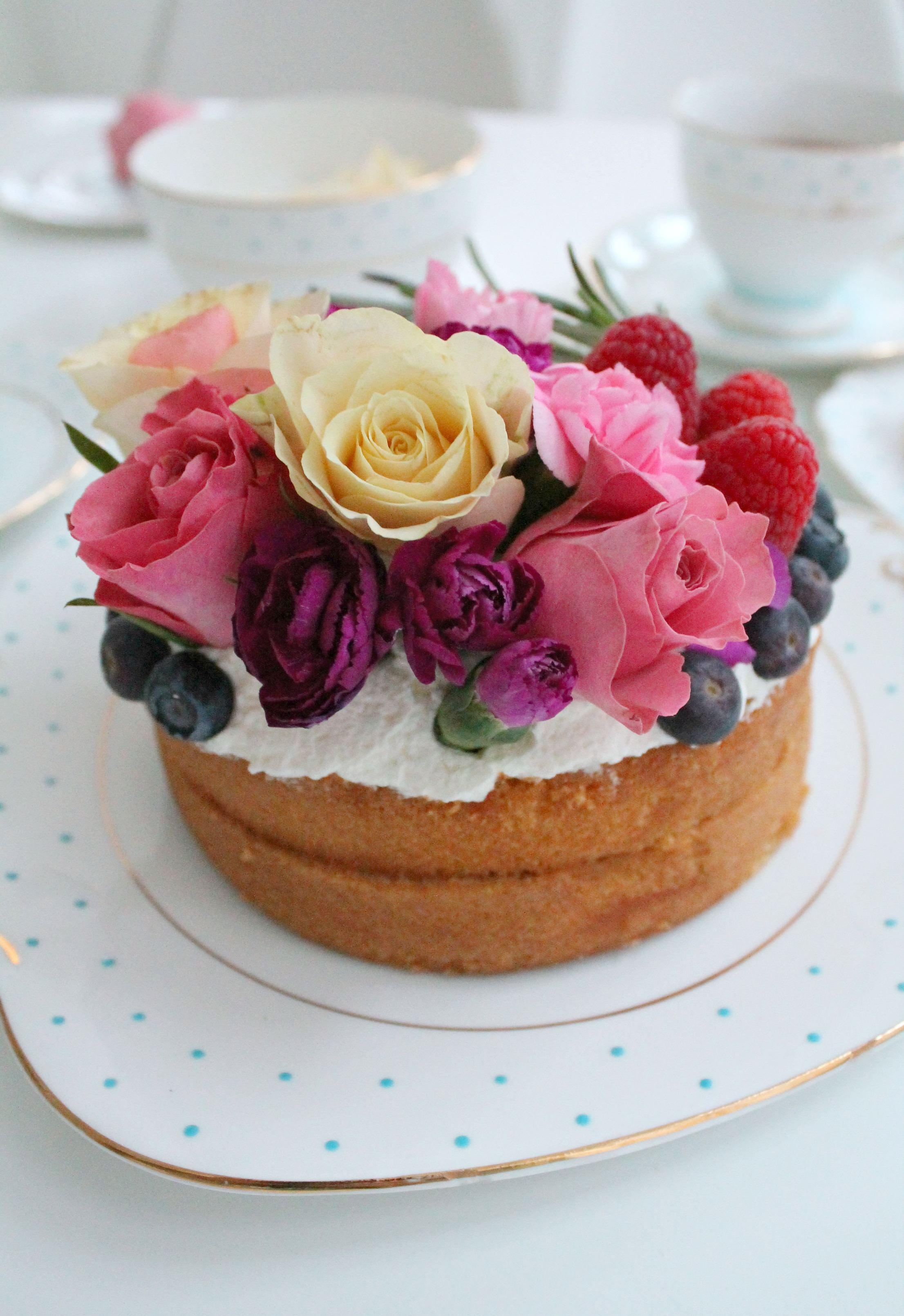 Naked-floral-victoria-sponge-cake-Little-Big-Bell