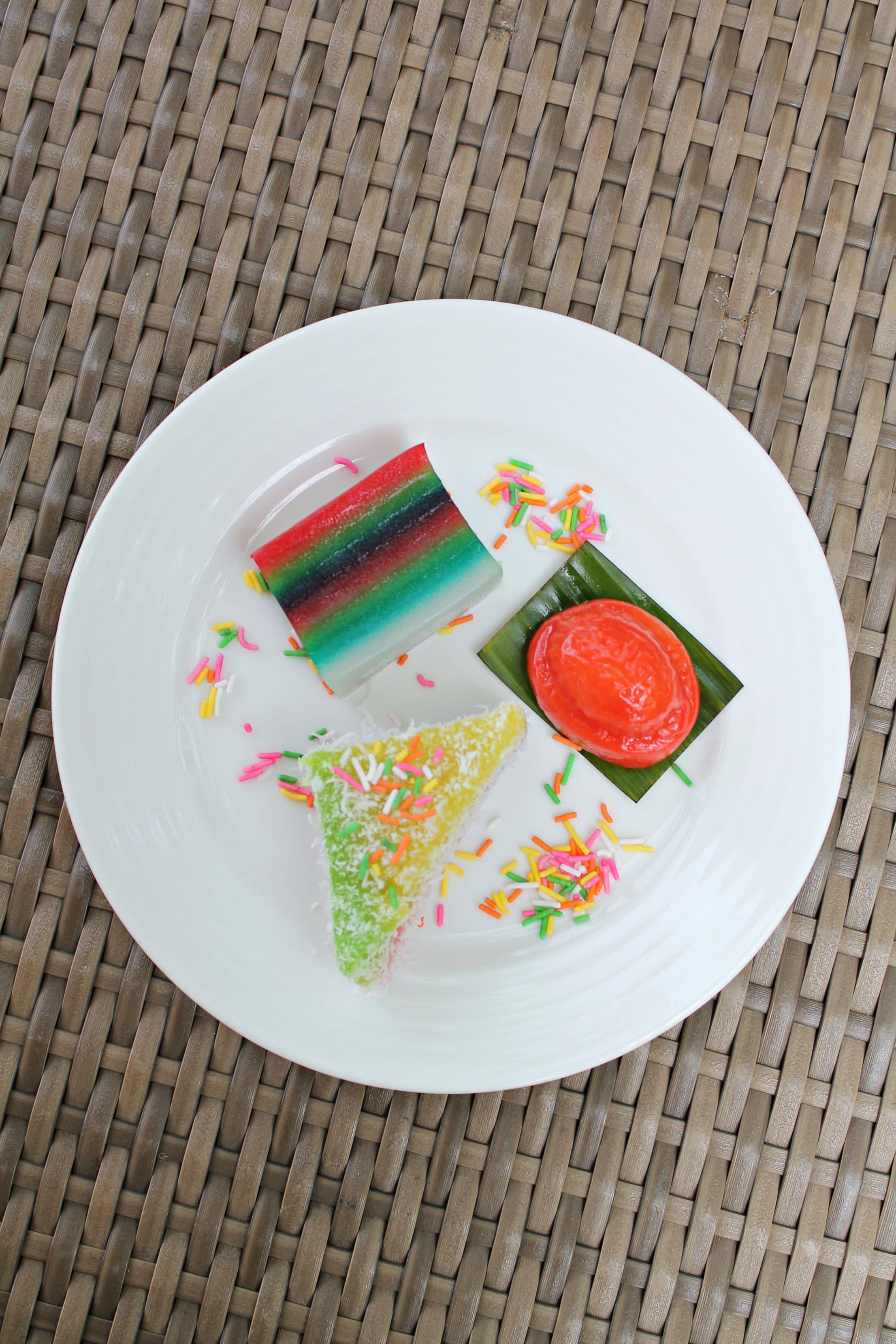 Colourful-kuih-Shangri-La-Rasa-Sentosa-resort-photo-by-Little-Big-Bell