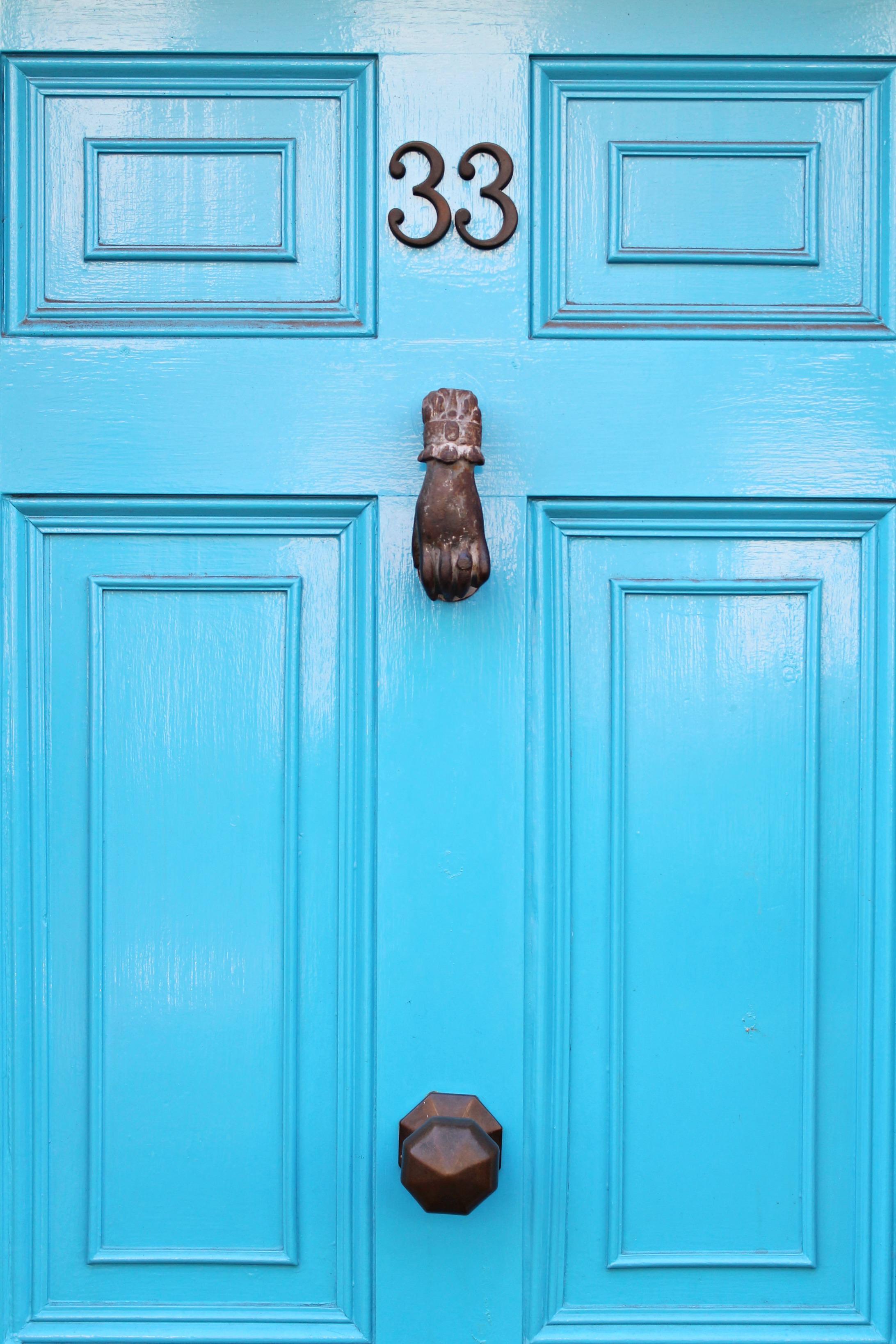 blue-door-photo-by-Little-Big-Bell