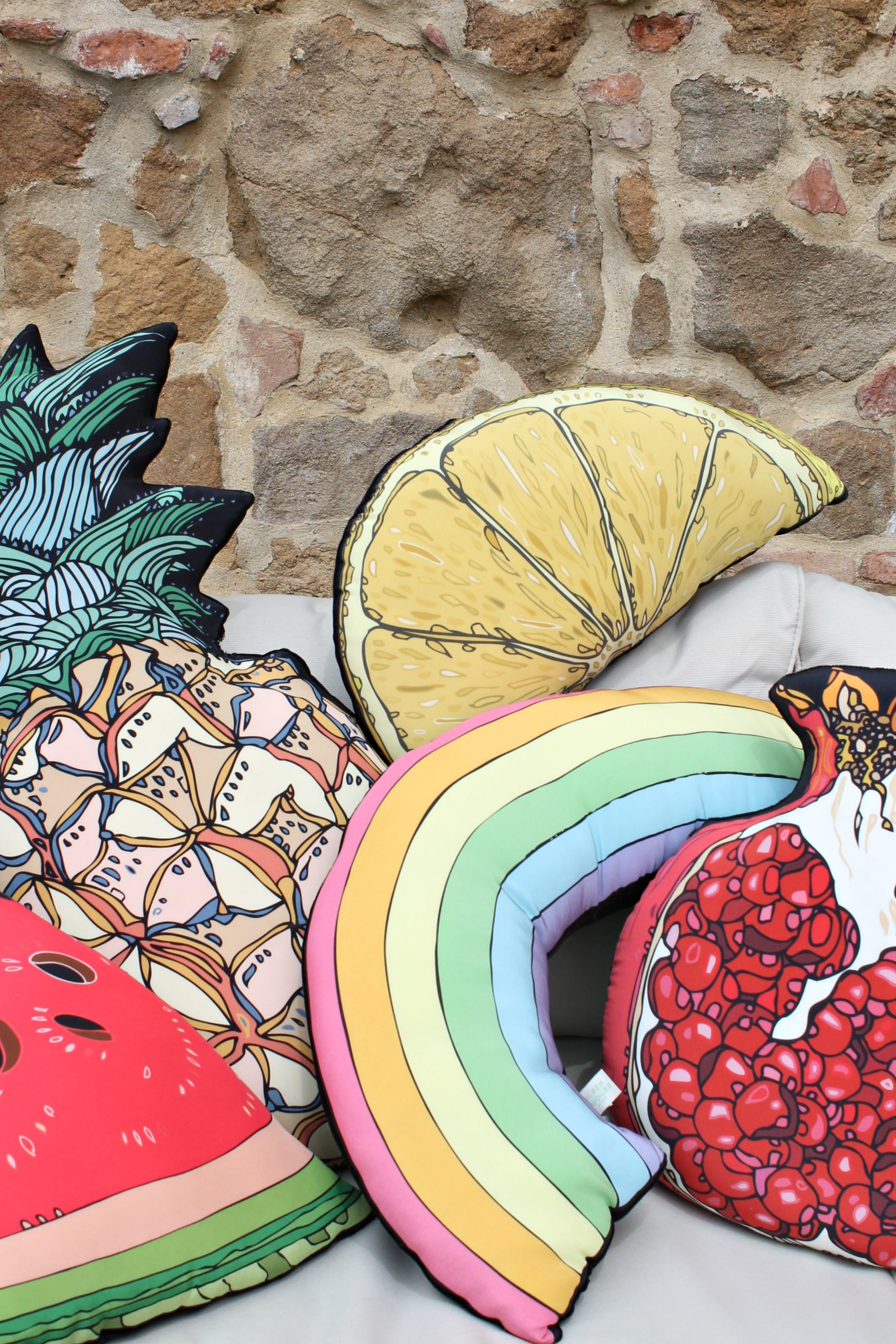 silken-favours-cushions-photo-by-Little-Big-Bell