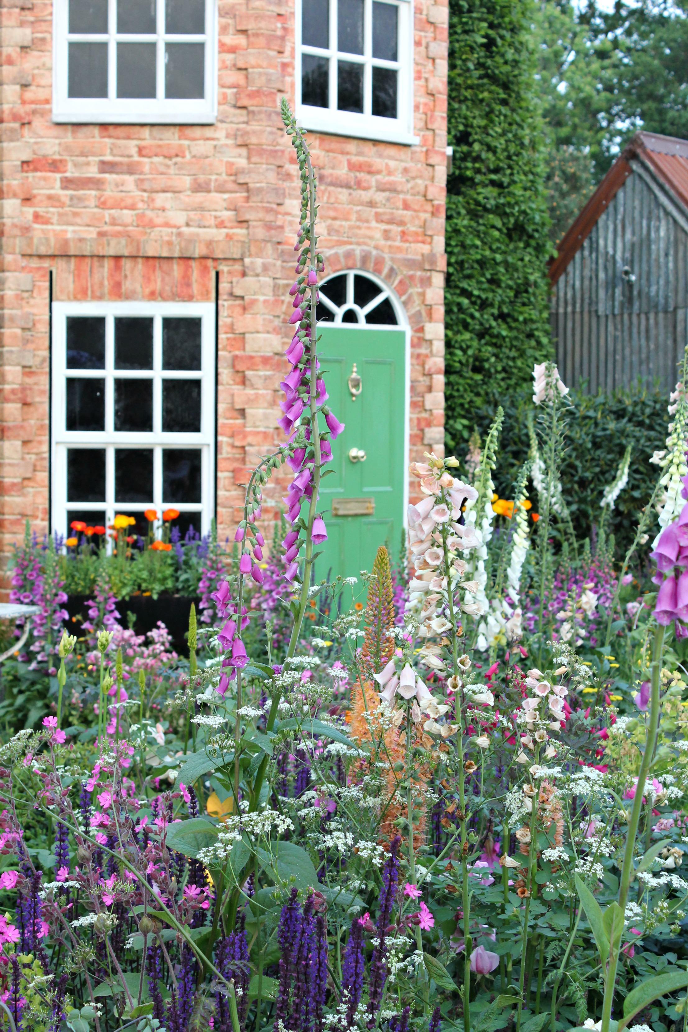 Colourful-garden-Chelsea-flower-show-photo-by-Geraldine-Tan-Little-Big-Bell