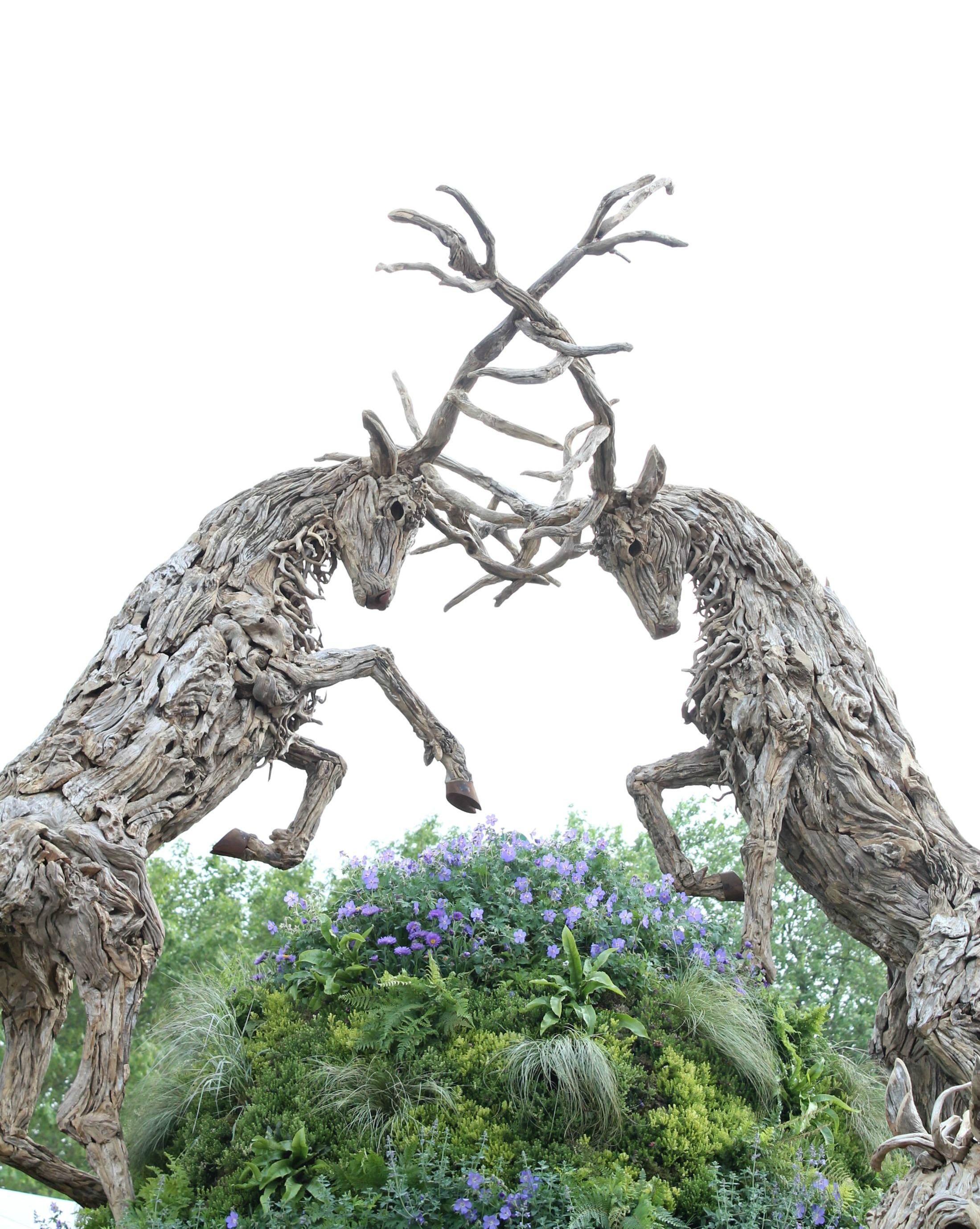 Driftwood-sculpture-by-James-Doran-Webb-Chelsea-Flower-Show-2016-photo-by-Geraldine-Tan-of-Little-big-Bell