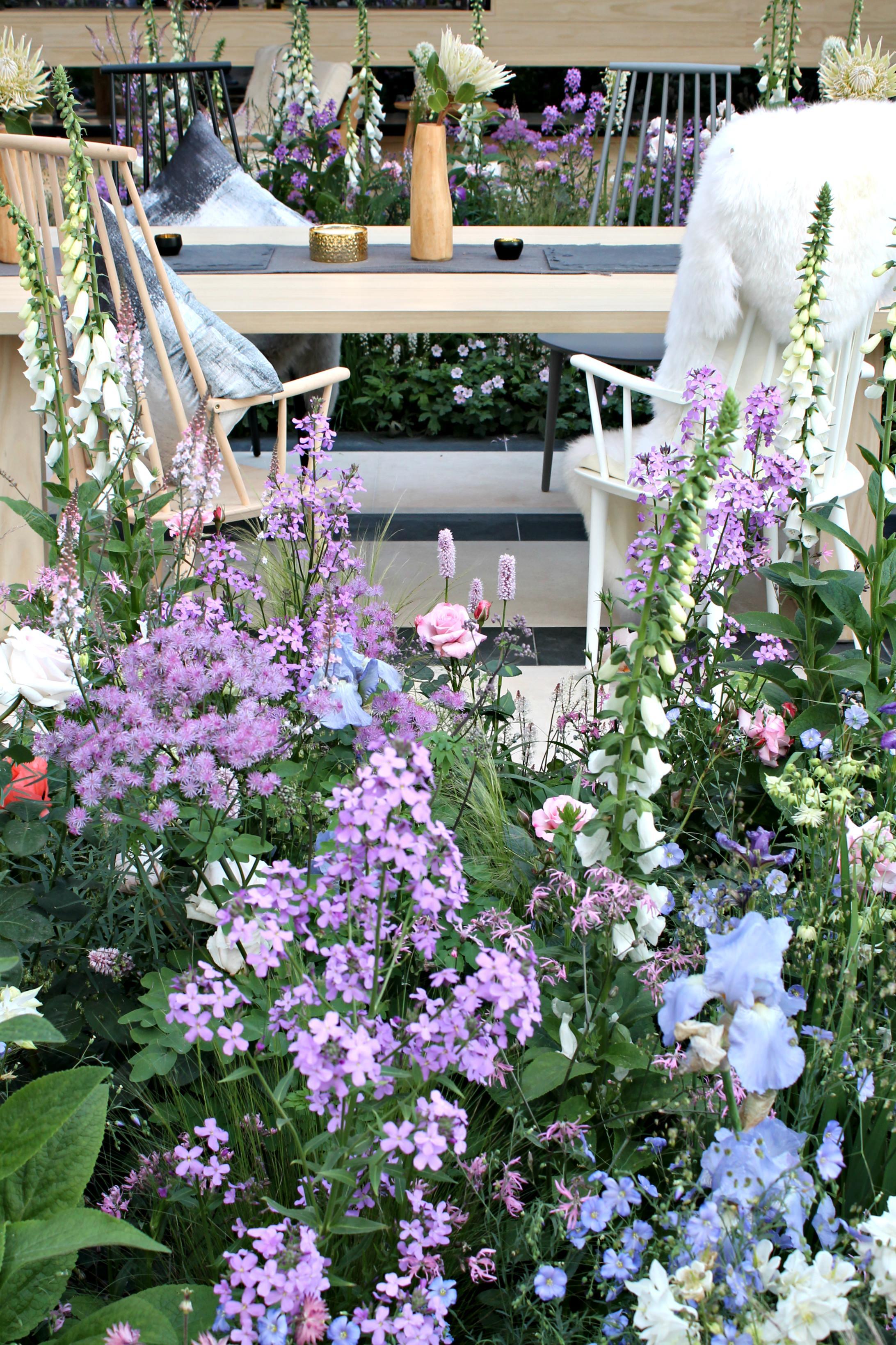 LG-garden-Chelsea-flower-show-photo-by-Little-Big-Bell