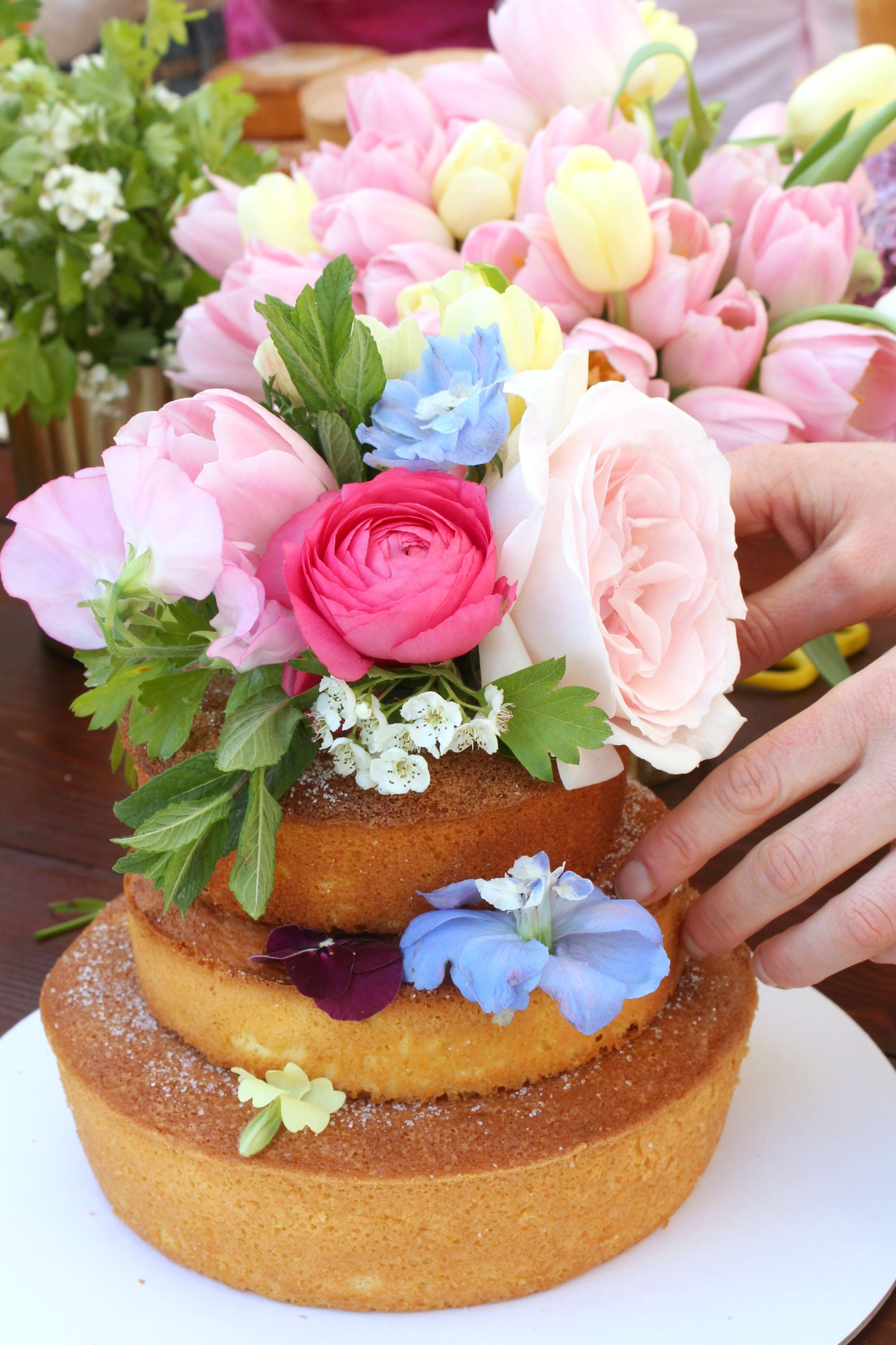 Cake-decorating-Kaleidotour-photo-by-Geraldine-Tan-Little-Big-Bell