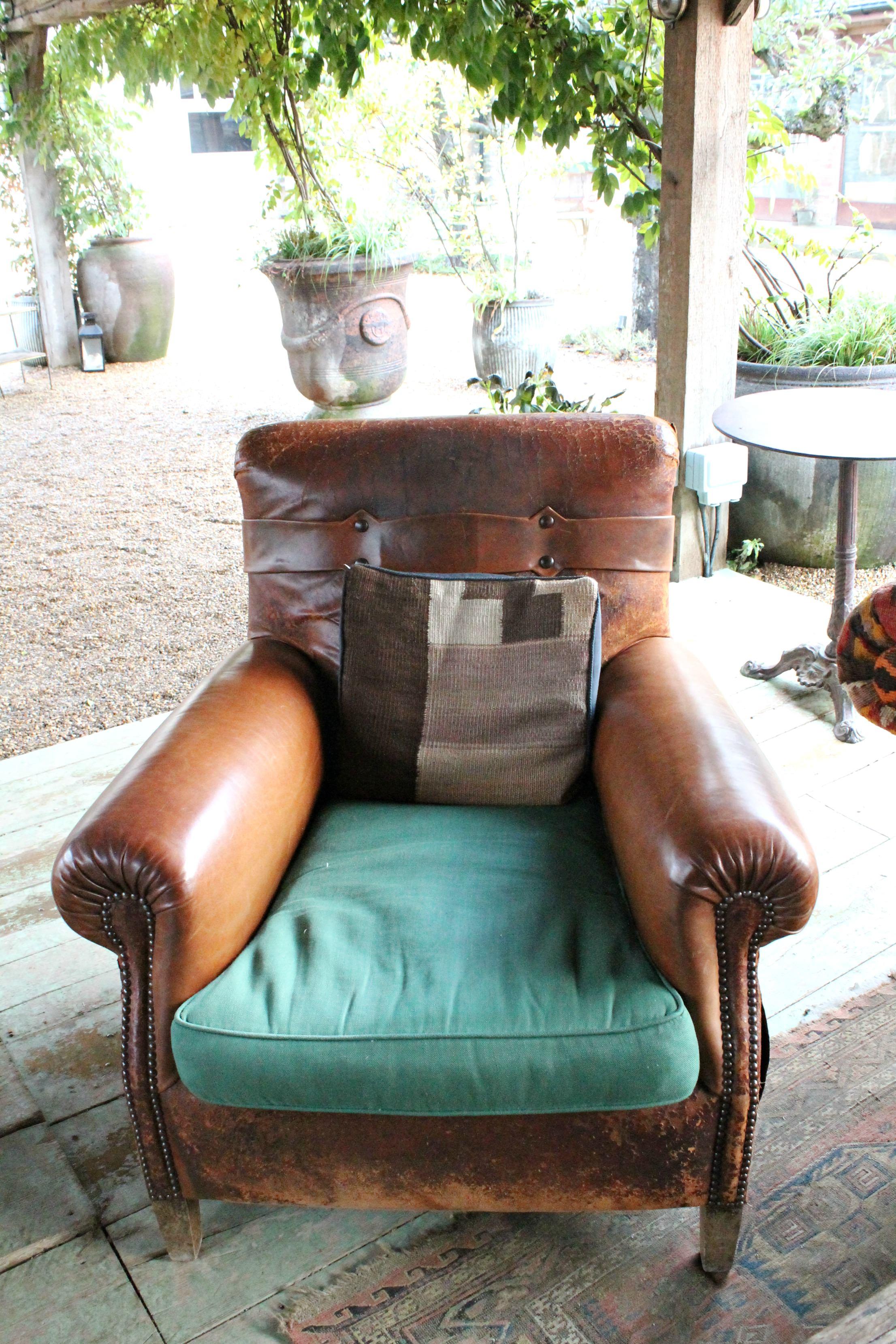 vintage-leather-sofa-little-big-bell
